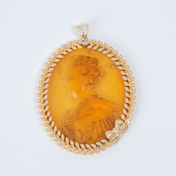 Cameo with a bust of Marie de Medici, Queen of France , 17th, amber, gold and diamonds