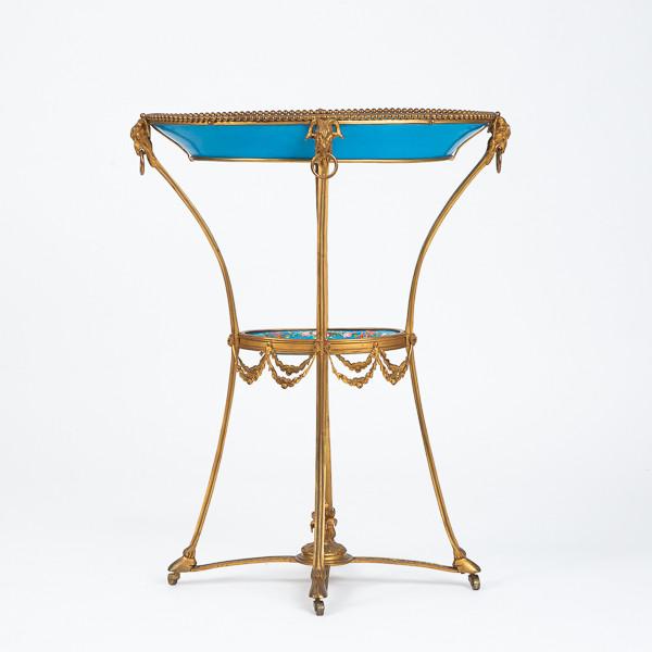 Manufacture royale de Sèvres  - Guéridon en bronze ciselé et doré à décor de porcelaine de Sèvres, provenance royale