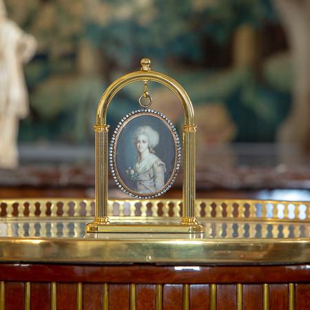 Attr. à François Dumont (1751-1831)  - Belle et importante miniature de la princesse Elisabeth