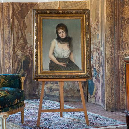 Pierre Carrier-Belleuse (1851-1932)  - La Frileuse, pastel sur toile de 1891